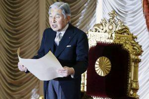 L-empereur-Akihito-songerait-a-abdiquer