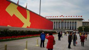 des-touristes-place-tiananmen-a-la-veille-du-congres-du-parti-communiste-chinois-le-7-novembre-2012_4929147