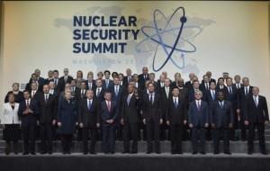 864876-photo-de-famille-des-dirigeants-du-monde-autour-du-president-americain-barack-obama-pour-le-sommet-d